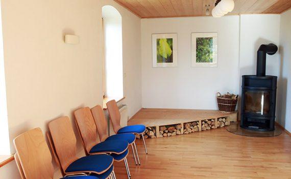 Seminarraum Bühne und Ofen